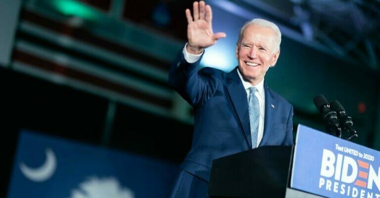 Nota informando las últimas noticias sobre la reforma migratoria 2021 hoy. La imagen es del presidente Biden.